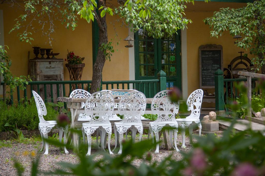 Matplats i trädgården
