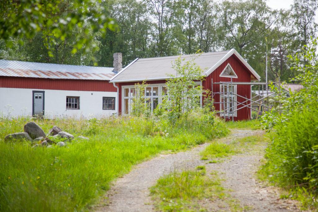 Växthus från grusvägen