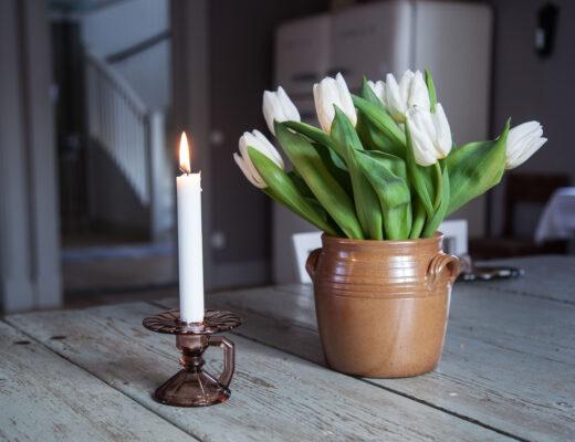 Farmors ljusstake och tulpaner